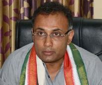 Bengaluru: Yeddyurappa is mad, needs treatment - Dinesh Gundu Rao