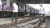 17-year-old girl dies after falling off train in Mumbai