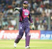How they reacted after Dhoni was removed as Pune IPL skipper