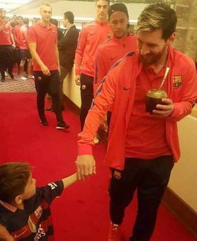 Six-yr-old Afghan boy Murtaza meets his idol Messi