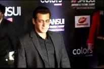 Slim pickings at Bollywood film awards as bizarre meets bizarre