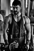 Why is Salman praising `Dangal`?