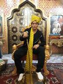 Shahrukh Khan embraces the head gears of Punjab and Rajasthan!