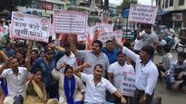 Youth Congress protests against potholed roads in Kalyan
