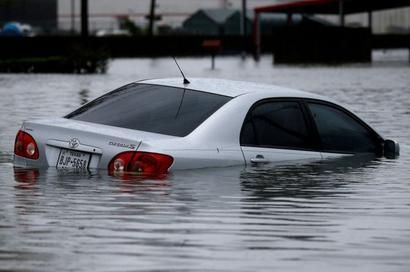 30 dead as Harvey makes 2nd landfall near Louisiana-Texas border