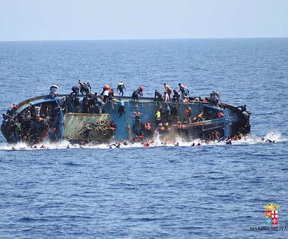 Migrant boat sinks off Libyan coast, 117 bodies found