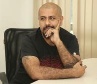 IBT India Morning Brief: Vishal Dadlani's 'naked monk' remark creates furore; Sri Sri Ravishankar meets Burhan Wani's father; other stories to start your day