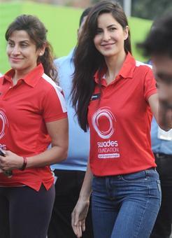 SPOTTED! Katrina, John, Madhavan at Mumbai Marathon