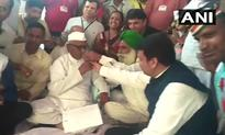 Anna Hazare breaks fast after government assurance