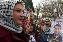 Kuwaiti newspaper: Egypt pushing for Abbas-Dahlan reconciliation