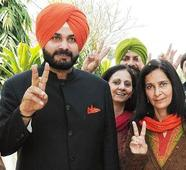 AAP welcomes Sidhu, wife to party