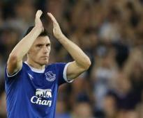 Premier League: Gareth Barry set to break Ryan Giggs' appearances record after Everton contract extension