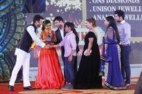 Naveen Rai, ONS Diamonds receives award from SOHA ALI KHAN