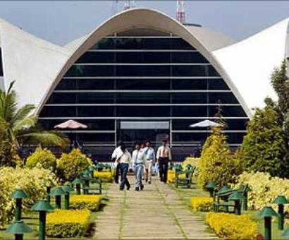 Infosys co-founders Gopalakrishnan, Shibulal sell shares for Rs 862 crore