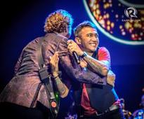 Arnel Pineda sings with Chicago at Manila concert