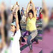 Sonali Kulkarni's Yoga session at Marine Drive will give you new reasons to stay fit!
