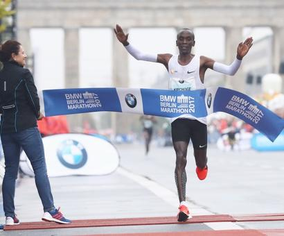 Kipchoge misses record in rainy Berlin triumph