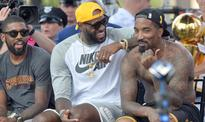 J.R. Smith's famous, basketball-playing friends want the Cavs to hurry up and sign him already