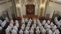 British Jews seek Portuguese citizenship after... Congregants praying at the Kadoorie  Mekor Haim synagogue in Porto, P...