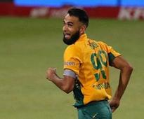 Proteas spinner Tahir signs for Derbyshire