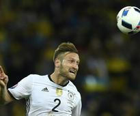 Germany's Mustafi and Arsenal agree terms  agent