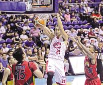 Ginebra downs San Mig in Game 1