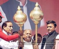 Not an uncle-nephew, but a father-son clash between Mulayam Singh and Akhilesh Yadav