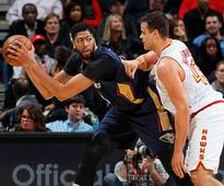 Kris Humphries of the Atlanta Hawks defends against Anthony Davis of the New Orleans Pelicans at Philips Arena on November 22, 2016 in Atlanta, Georgia.