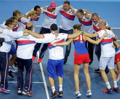 Czech Republic down France to retain Fed Cup title