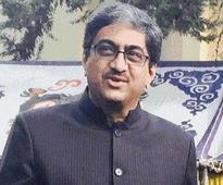Indian high commissioner Gautam Bambawale presents credentials to Pak president