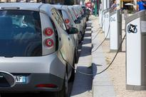 City needs on-street charging stations for electric cars, councillor says