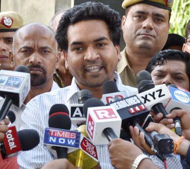 Kapil Mishra breaks fast, discharged from hospital