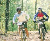 Sporting-enthusiast farmer cycles from Kashmir to Kanyakumari barefoot
