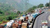Holi weekend results in massive traffic jam on Mumbai-Pune Expressway
