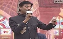 Kumar Vishwas trains gun at Arvind Kejriwal, opponents from dais of Sahitya Aaj Tak