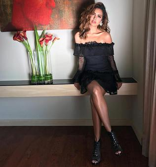 Uff! Esha Gupta scorches in black