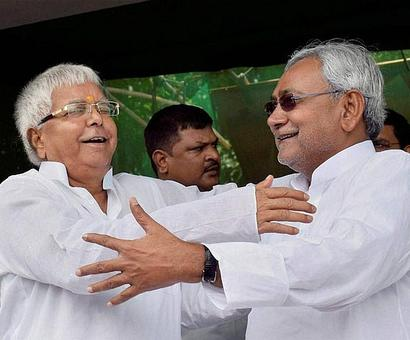Nitish, Lalu, Rabri to join 'world's longest human chain' in support of liquor ban