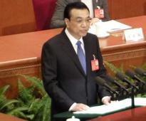 Li vows to tackle potential economic risks