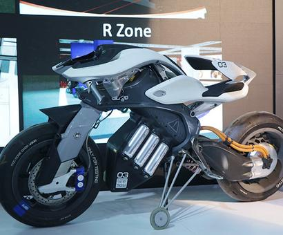 Video: The A.M.A.Z.I.N.G Yamaha Motoroid at Auto Expo 2018!