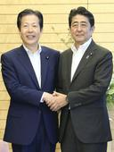 Victorious Abe promises stimulus / Pro-charter change camp hits two-thirds