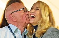 Jerry Hall flashes enormous diamond ring from Rupert