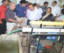 Dr. Harsh Vardhan reviews the Marine Research Programme at the CSIR- Central Salt and Marine Chemicals Research Institute (CSMCRI), Bhavnagar