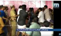 Cong, CPM workers exchange blows in presence of Minister, MLA