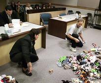 Photo Of Divorced Couple Splitting Up Their Beanie Babies Is Peak '90s