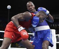 Savon wins heavyweight opener against Okolie
