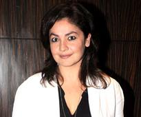 Pooja Bhatt auctions role for womens cause