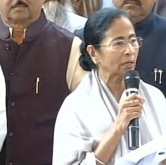 Mamata wants Advani/Rajnath/Jaitley as PM