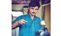 Blue-eyed Twitter sensation: Hello Indians, this is a chaiwala from Pakistan mashallah!