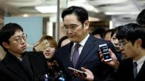 Samsung Group Chief Jay Y. Lee taken for questioning after a night in cell