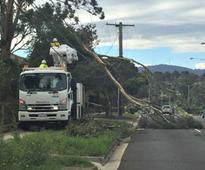 Melbourne hit by high winds